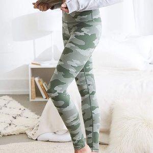 Aerie Camo Leggings Size Large